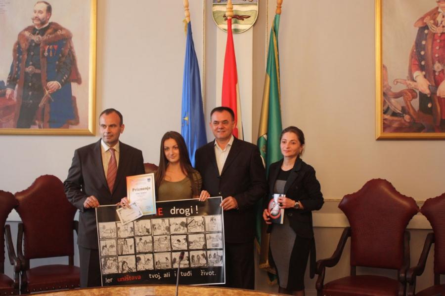"""Župan uručio nagrade najboljim učenicima na natječaju """"Kreativni i neovisni"""""""