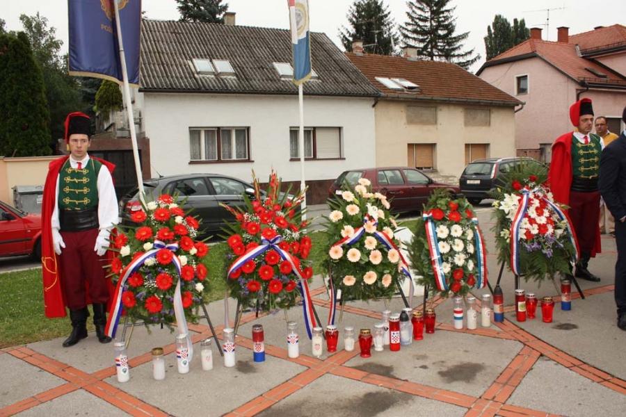 Odavanjem počasti poginulim hrvatskim braniteljima obilježen Dan državnosti