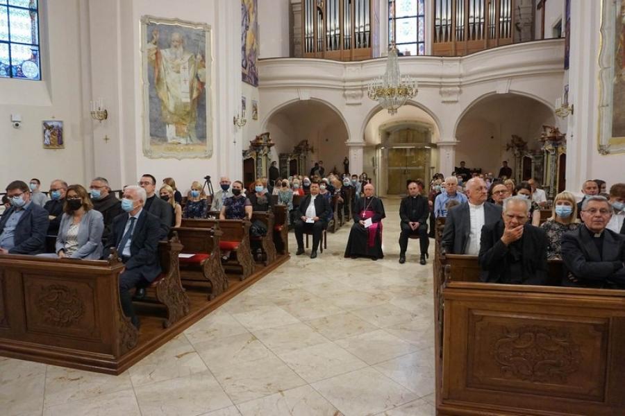 """Predstavljena knjiga biskupa msgr. Antuna Škvorčevića """"Riječ Božja nije okovana"""""""