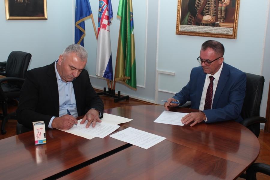 Župan potpisao kolektivni ugovor sa predsjednikom Sindikata DLSNRH