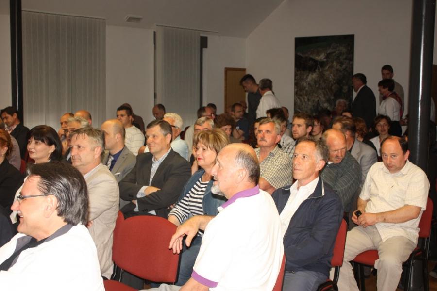 """Predstavljena knjiga """"Zločini nad civilima u srpsko-crnogorskoj agresiji na RH"""""""