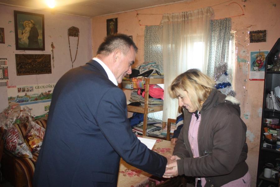 Umjesto domjenka župan darivao socijalno ugrožene obitelji
