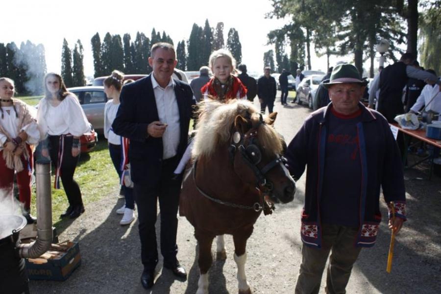 Održani drugi etno susreti i čvarkijada u Vetovu