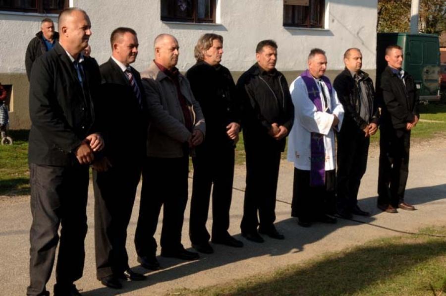 U Daranovcima postavljena spomen ploča poginulom hrvatskom branitelju