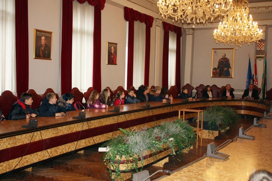 Kaptolački osnovnoškolci posjetili Županiju