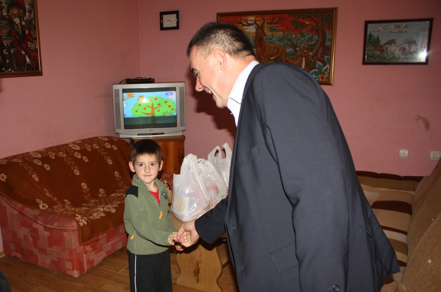 Župan Tomašević i danas u obilasku potrebitih obitelji