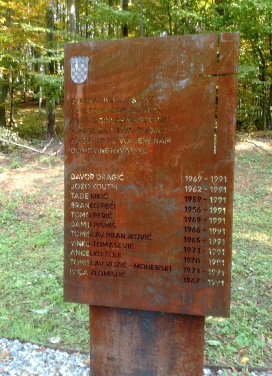 Spomen obilježje poginulim hrvatskim braniteljima na Papuku