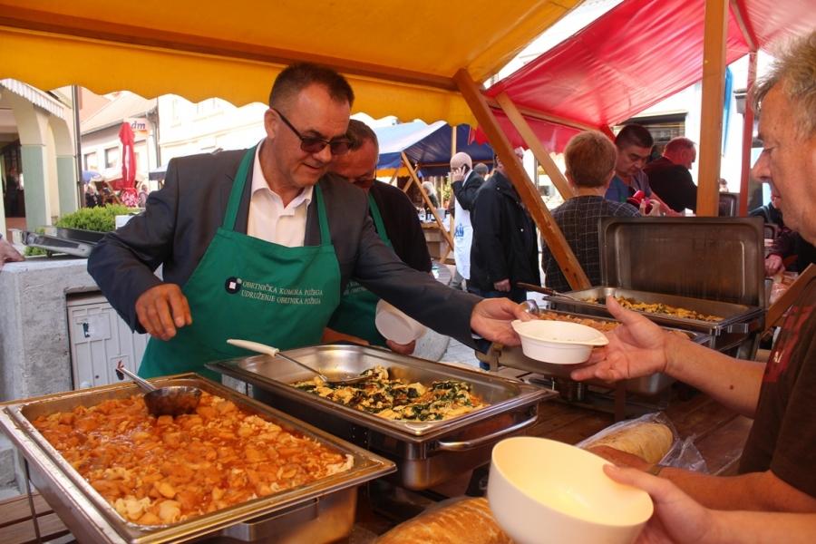 Humanitarna akcija podjele posnog obroka na Veliki petak