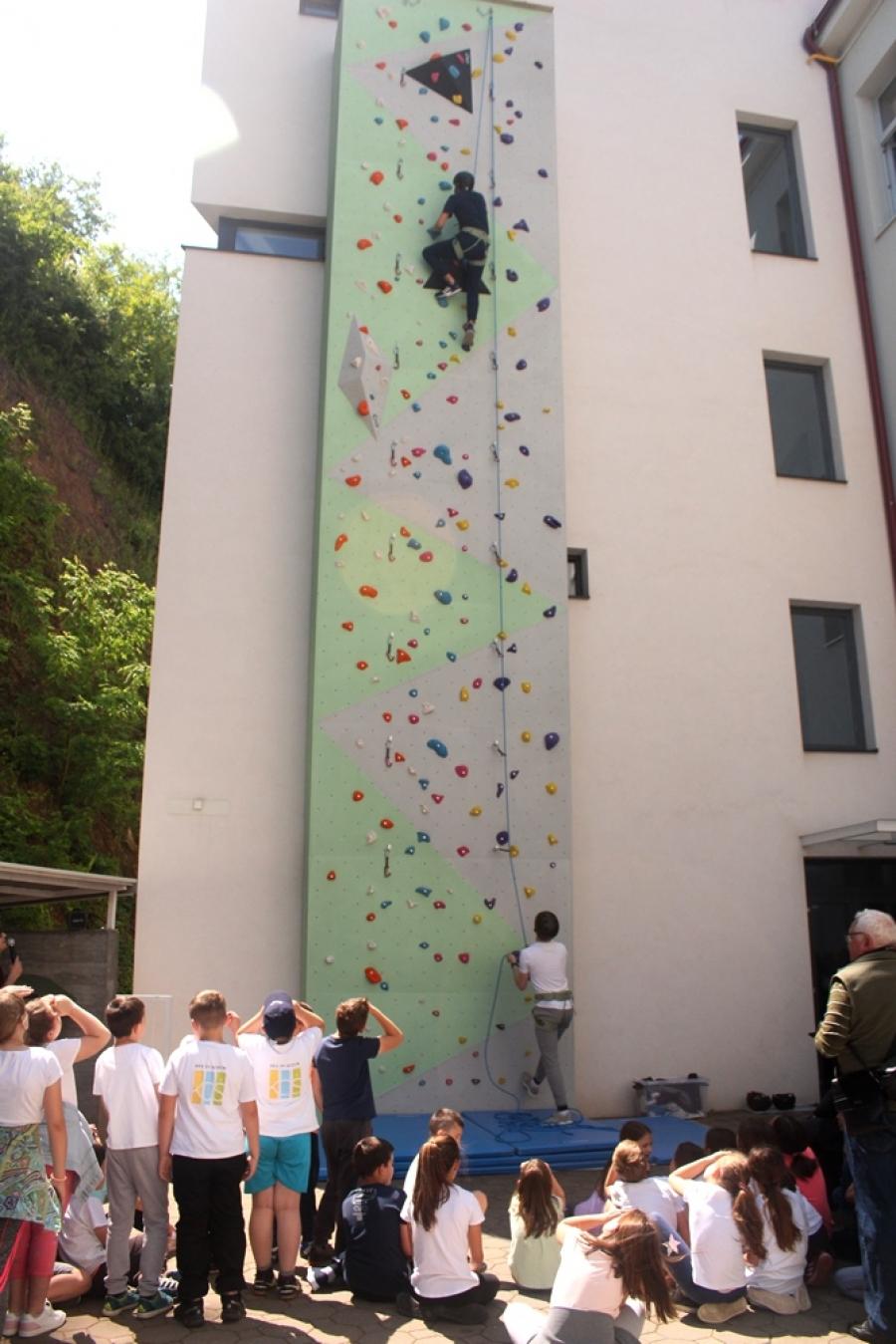 """Projektom """"Šport uključi, probleme isključi"""" predstavili novu umjetnu stijenu za penjanje"""