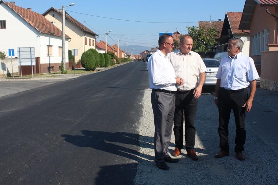 Župan obišao radove na cesti u Jakšiću