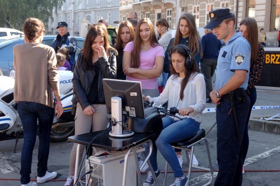 Dan otvorenih vrata policije na požeškom trgu