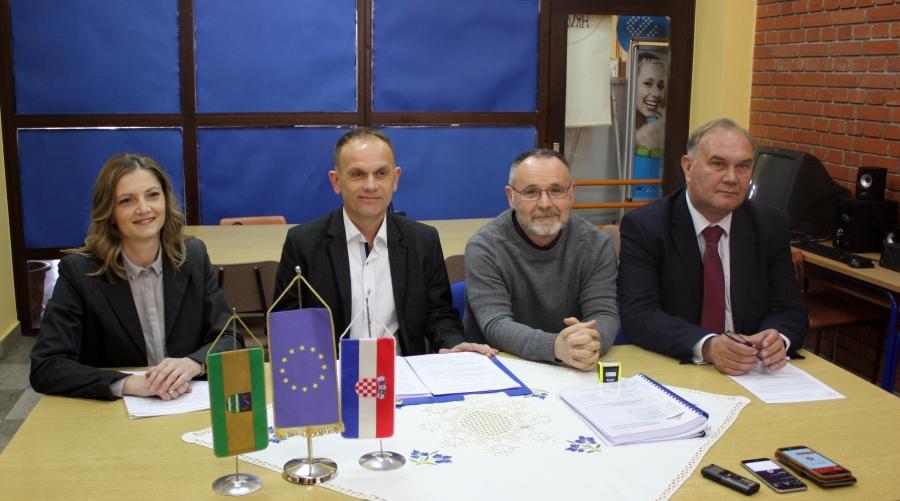 Potpisan ugovor o energetskoj obnovi Osnovne škole Vilima Korajca u Kaptolu