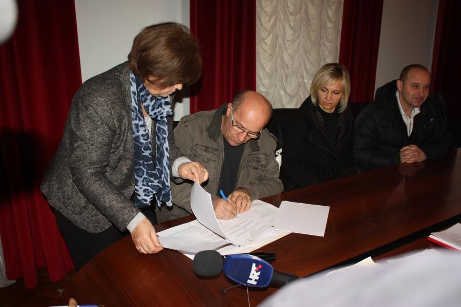 Potpisani prvi ugovori za energetsku obnovu obiteljskih kuća