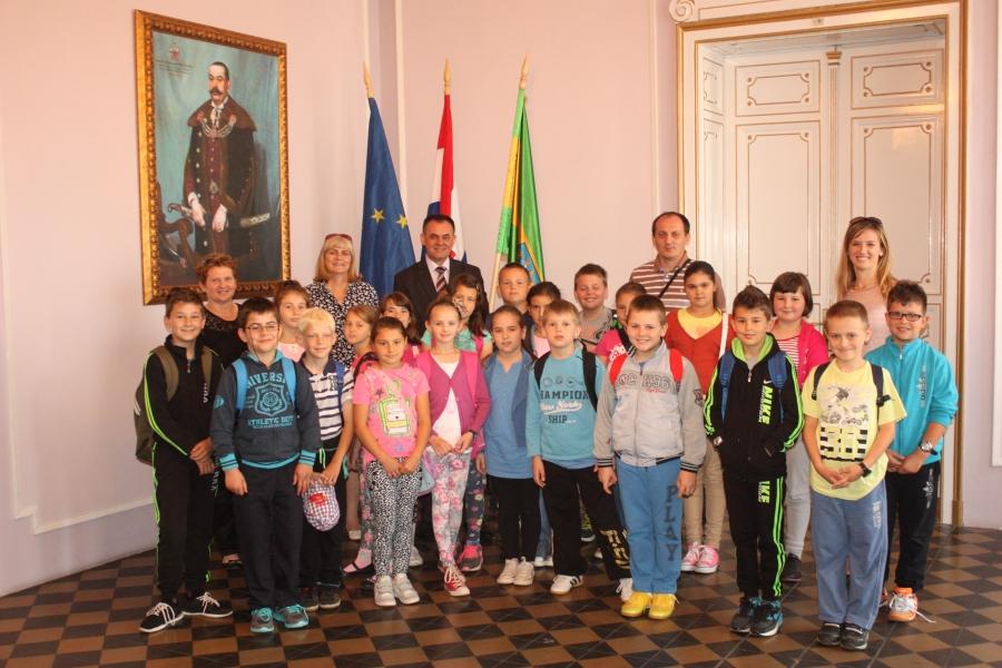 Osnovnoškolci iz Brestovca kod župana