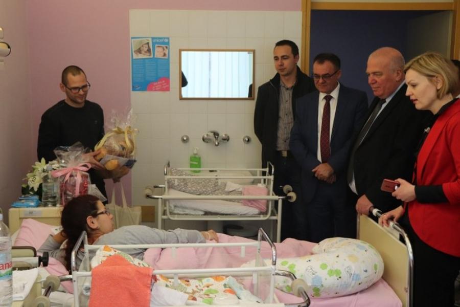 Lipičanka Mia prva je ovogodišnja beba u pakračkom rodilištu