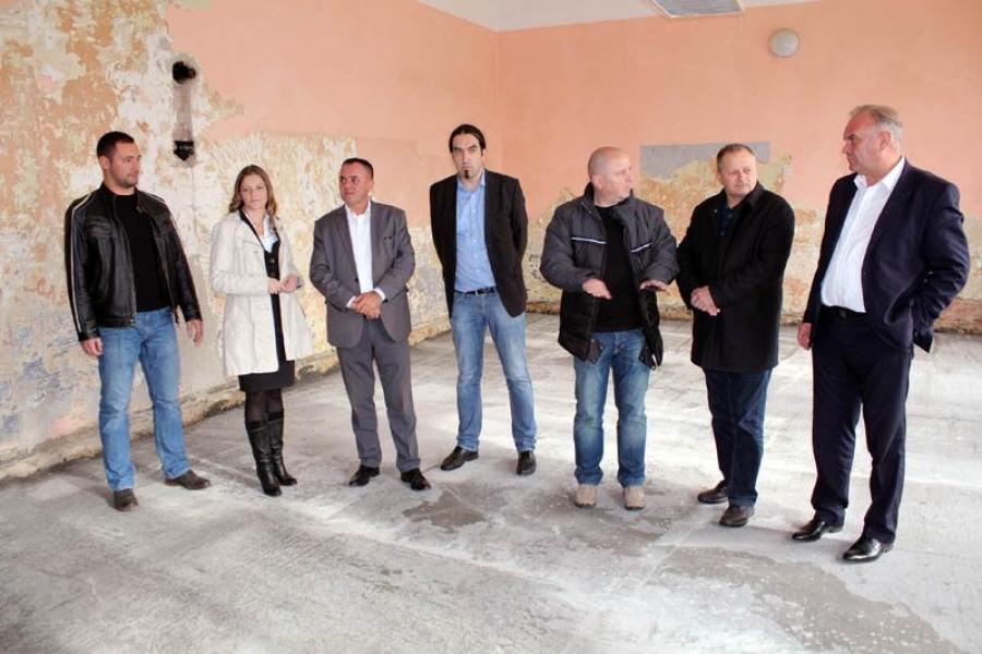 Počeli radovi na školama u Tekiću i Cerovcu