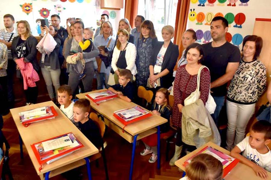 Županija prvašićima poklonila paket dobrodošlice