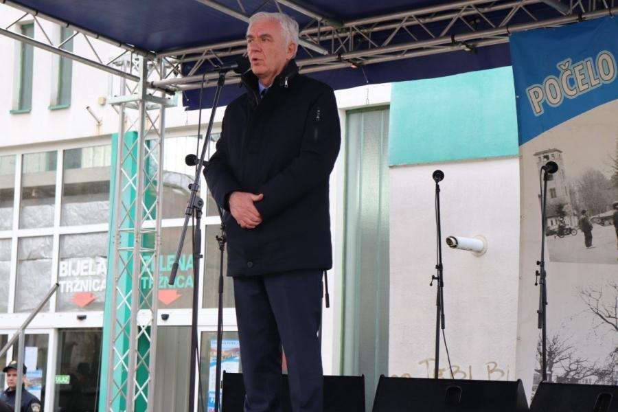 """Brojni sudionici u """"Mimohodu pobjednika"""" obilježili početak Domovinskog rata u Pakracu"""