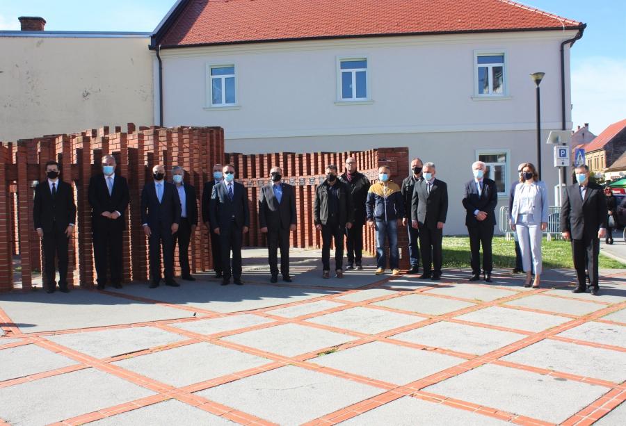 """Polaganje vijenca povodom 26. obljetnice vojno-redarstvene operacije """"Bljesak"""""""