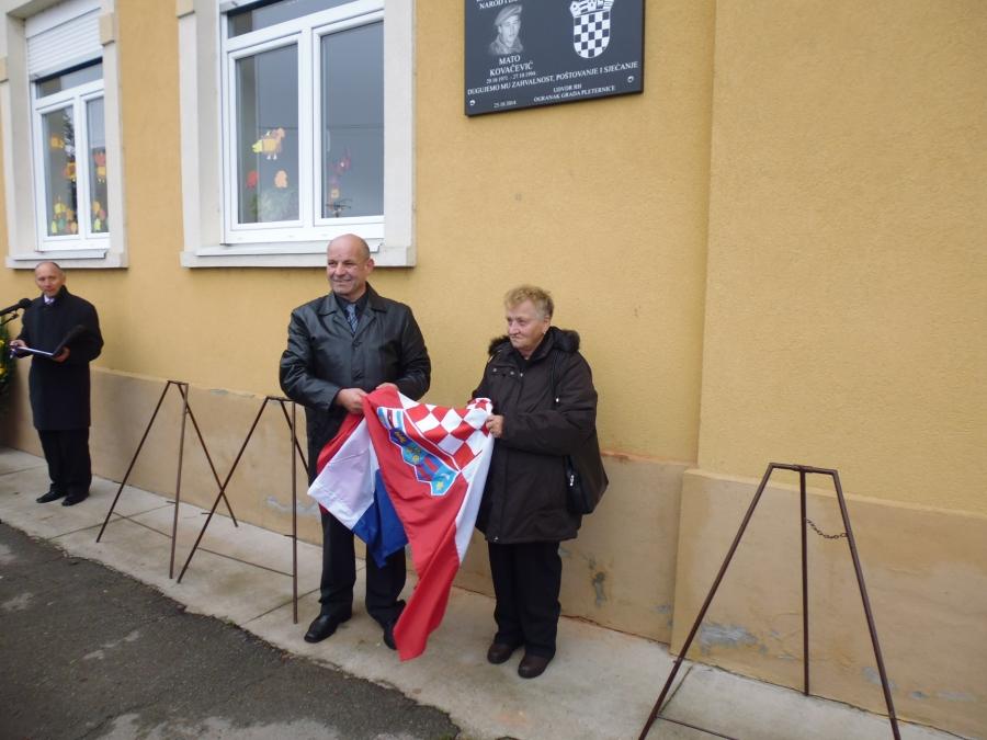 Otkrivena spomen ploča poginulom hrvatskom branitelju