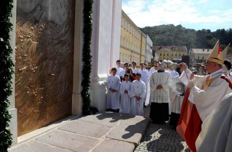 Blagoslovljena nova vrata Požeške katedrale