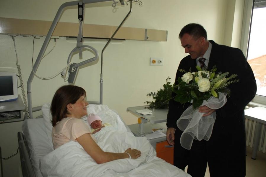 Župan posjetio prvu bebu rođenu u 2015. godini