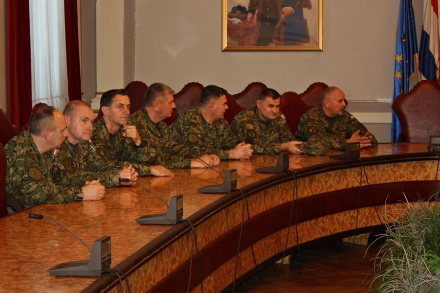 Časnici Hrvatske vojske na prijemu kod župana