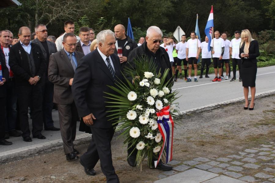 Kod spomenika poginulim hrvatskim braniteljima u Kamenskoj obilježena godišnjica prve vojne akcije